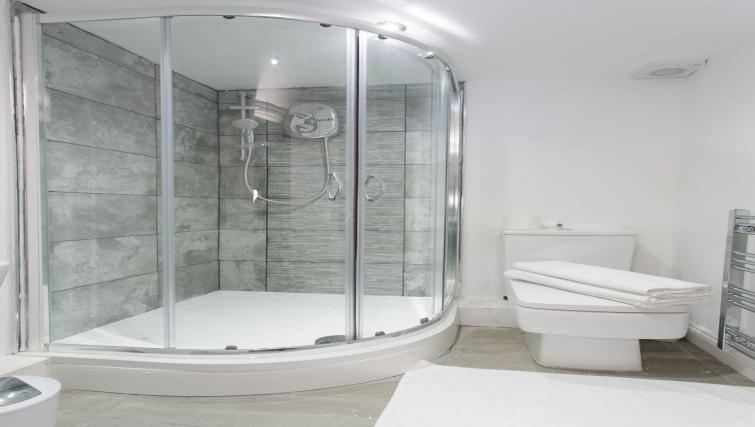Bathroom at Shaftesbury Apartment - Citybase Apartments