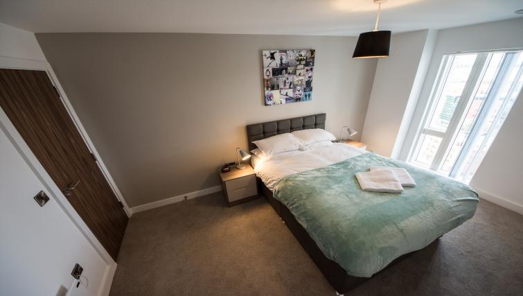 Double bed at Cambridge Street Apartments - Citybase Apartments