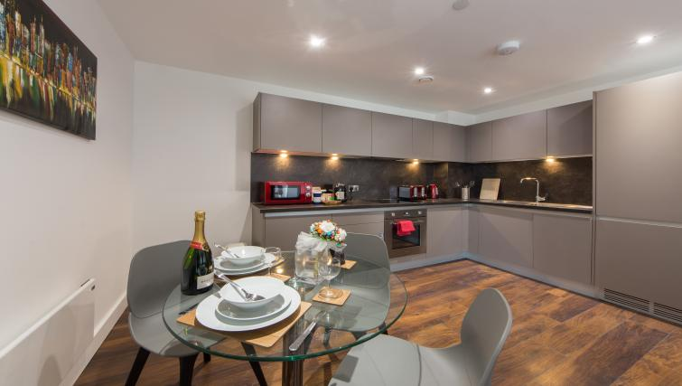 Dining area at Cambridge Street Apartments - Citybase Apartments