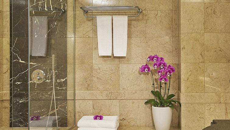 Bathroom at Orchard Scotts Residences, Singapore - Citybase Apartments