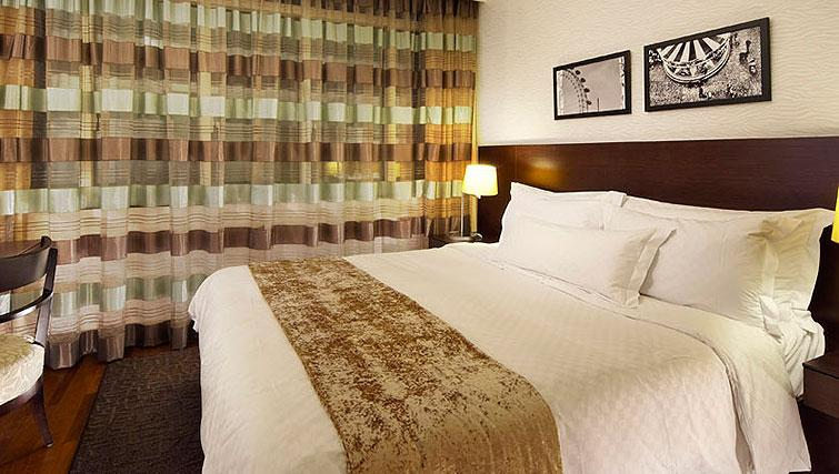 King size bed at Orchard Scotts Residences, Singapore - Citybase Apartments