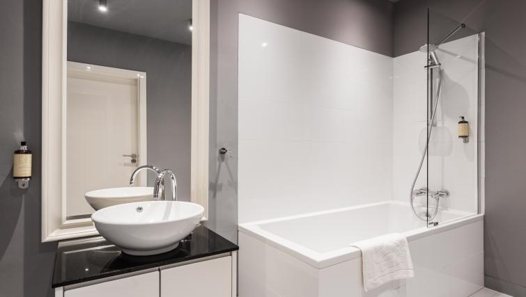 Shower and bath at Qbik Suites - Citybase Apartments