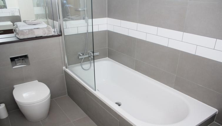 Bath at Broughton Street Lofts - Citybase Apartments
