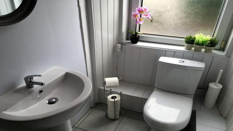 Toilet at Cross View Apartment - Citybase Apartments