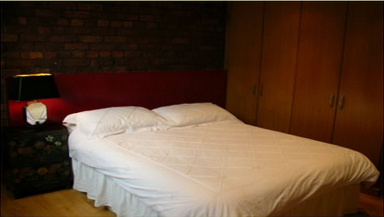 Timeless bedroom in Trafalgar Warehouse Apartments - Citybase Apartments