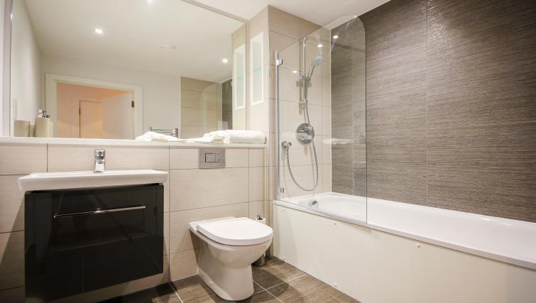 Bathroom at The Bridge Apartments - Citybase Apartments