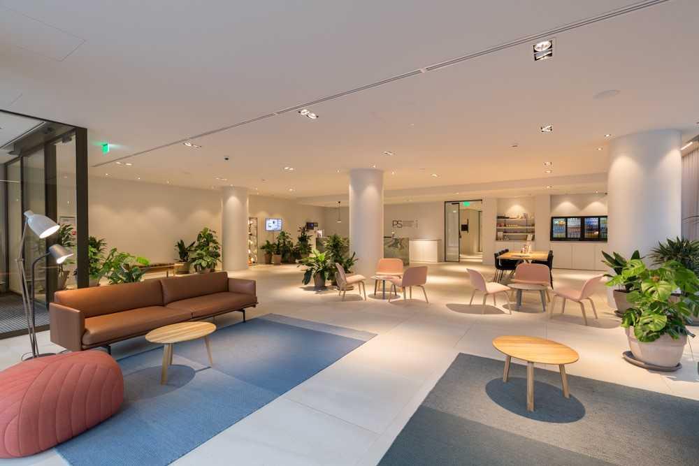 Lobby at Premier Suites Plus Rotterdam - Citybase Apartments