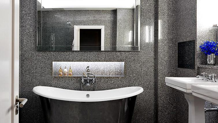 Modern bathroom in Westminster - Citybase Apartments