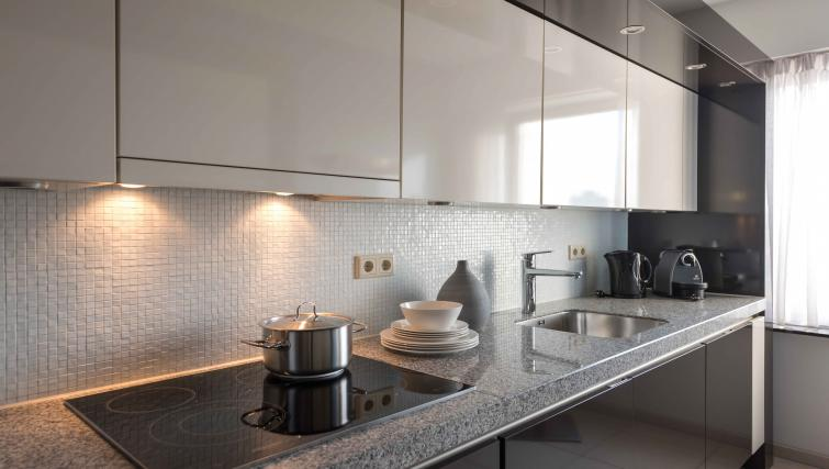 Fully equipped kitchen at Htel Amsterdam Buitenveldert - Citybase Apartments