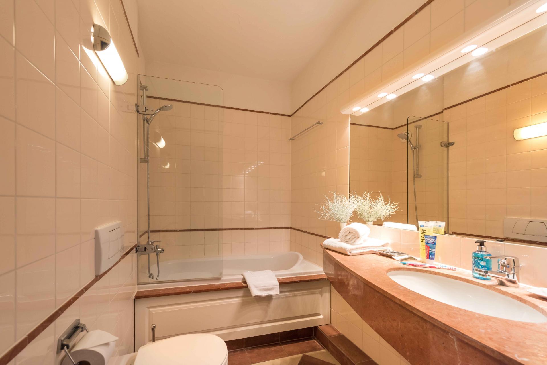 Bath at Htel Amstelveen, Amsterdam - Citybase Apartments