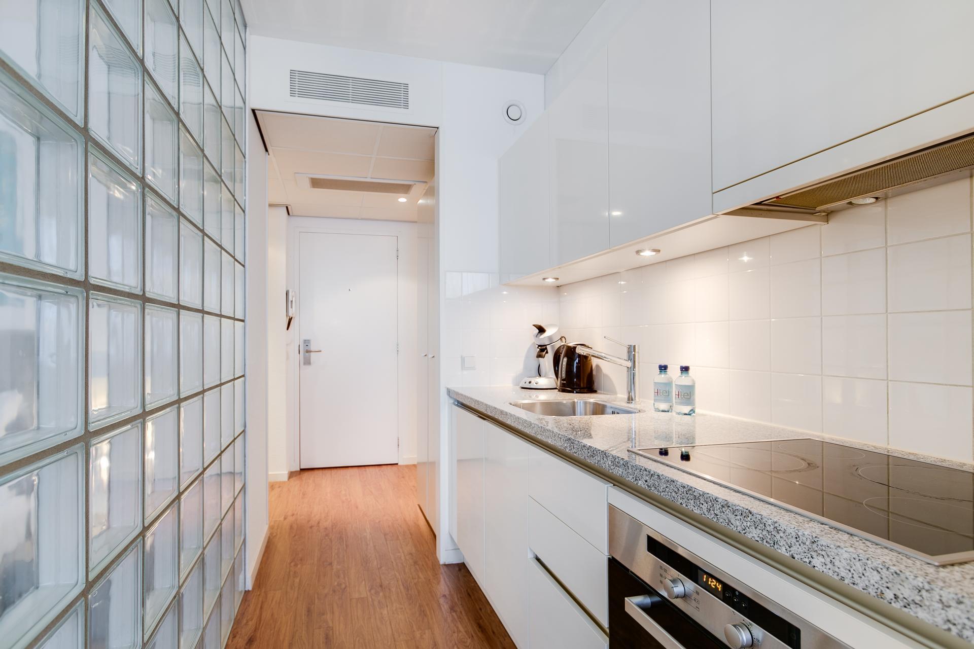 Kitchen at Htel Amstelveen, Amsterdam - Citybase Apartments
