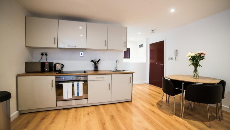 Kitchen at Keswick House Apartments - Citybase Apartments