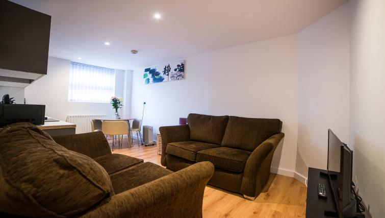 Living room at Keswick House Apartments - Citybase Apartments