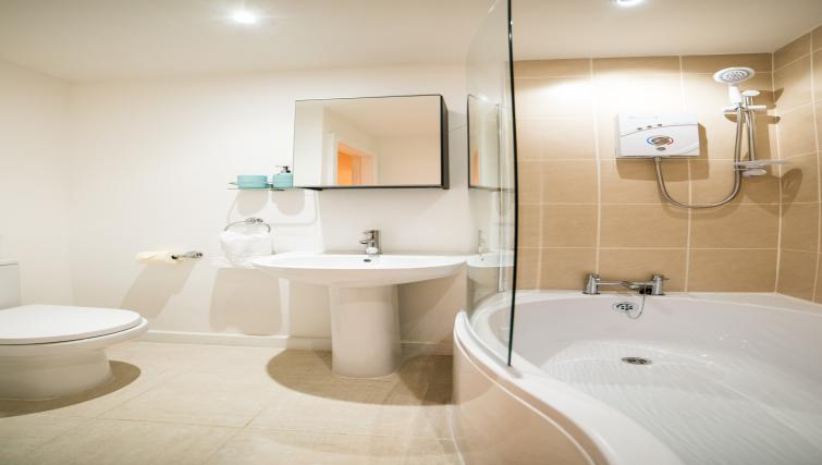 Bathroom at Keswick House Apartments - Citybase Apartments