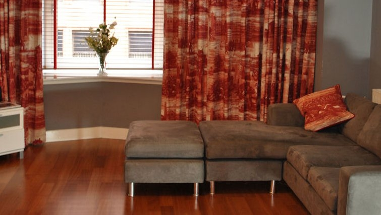 Stunning living area in Ingram Apartments - Citybase Apartments