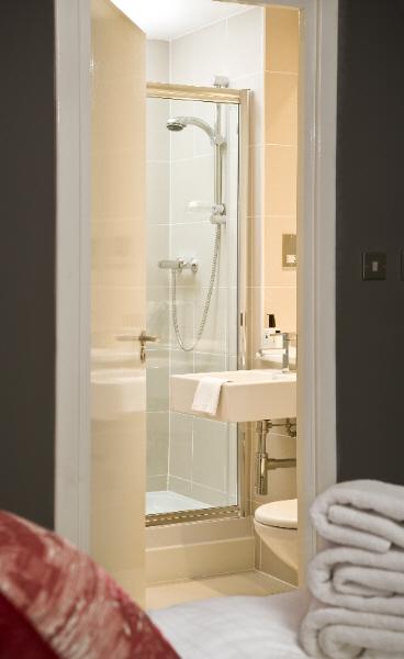 Shower at Ingram Apartments - Citybase Apartments
