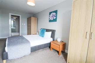 Double bed at Ingram Apartments, Merchant City, Glasgow - Citybase Apartments