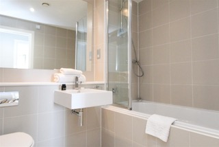 Bath at Ingram Apartments, Merchant City, Glasgow - Citybase Apartments
