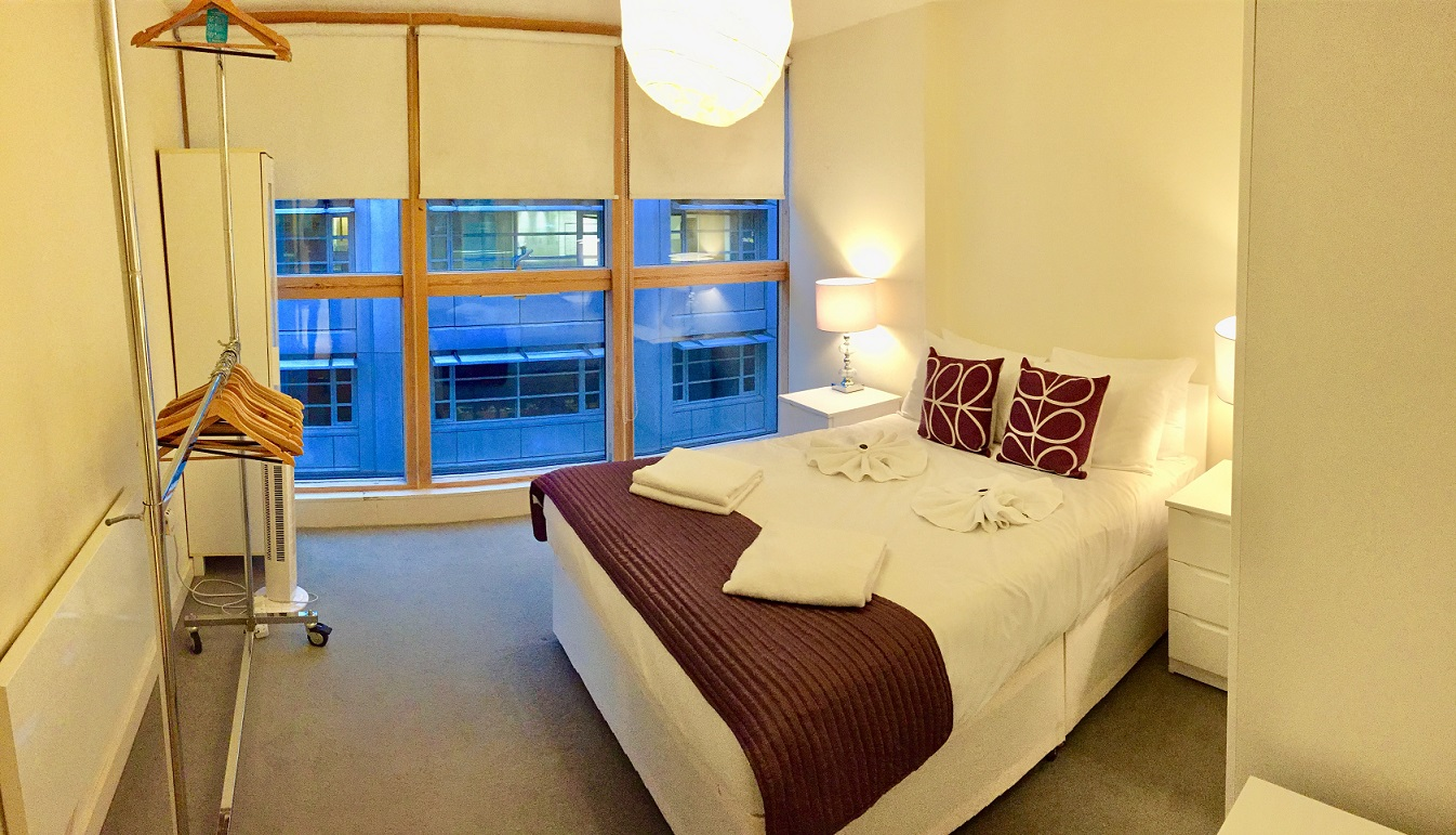 Spacious bedroom at Still Life Old Street Deluxe - Citybase Apartments