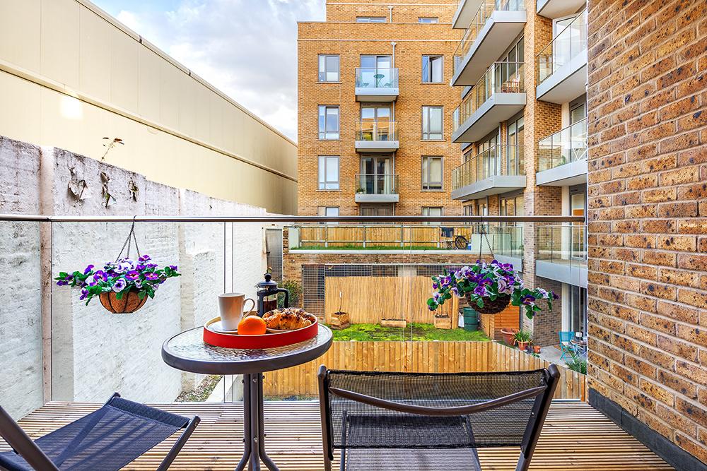Balcony at Canary Gateway - Citybase Apartments