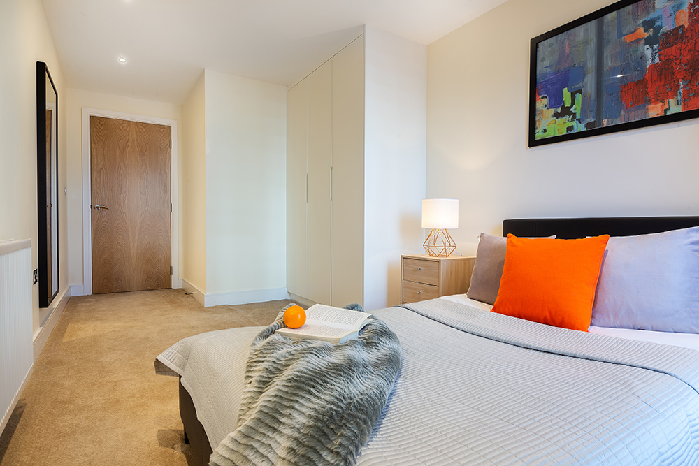 Cosy bedroom at Canary Gateway - Citybase Apartments