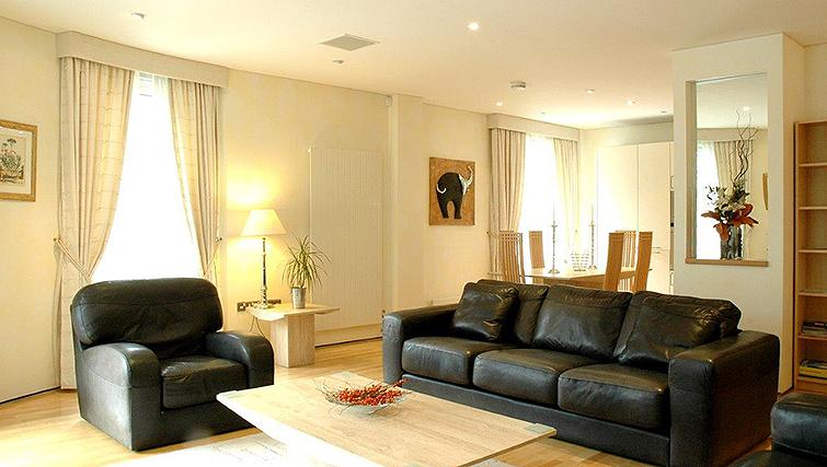 Spacious living area in Grey Street Apartment - Citybase Apartments