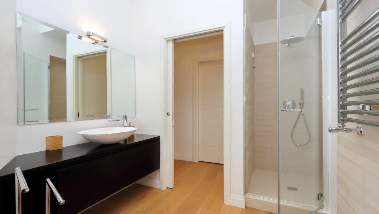 Main bathroom at Tritone Apartment - Citybase Apartments