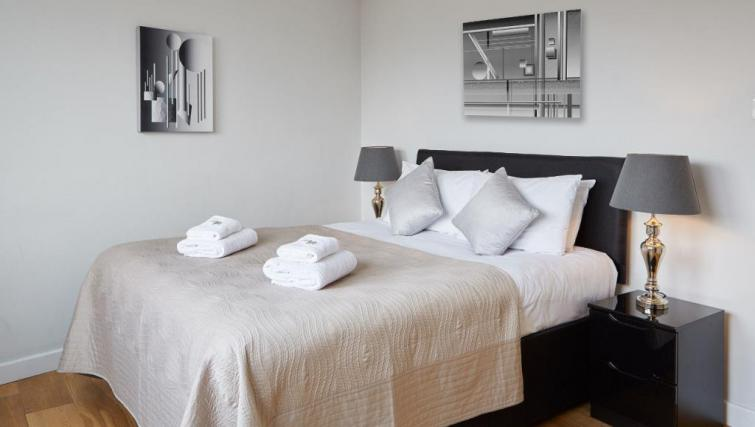 Bed at SACO Fitzrovia - Citybase Apartments