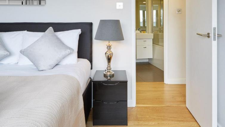 Double bed at SACO Fitzrovia - Citybase Apartments