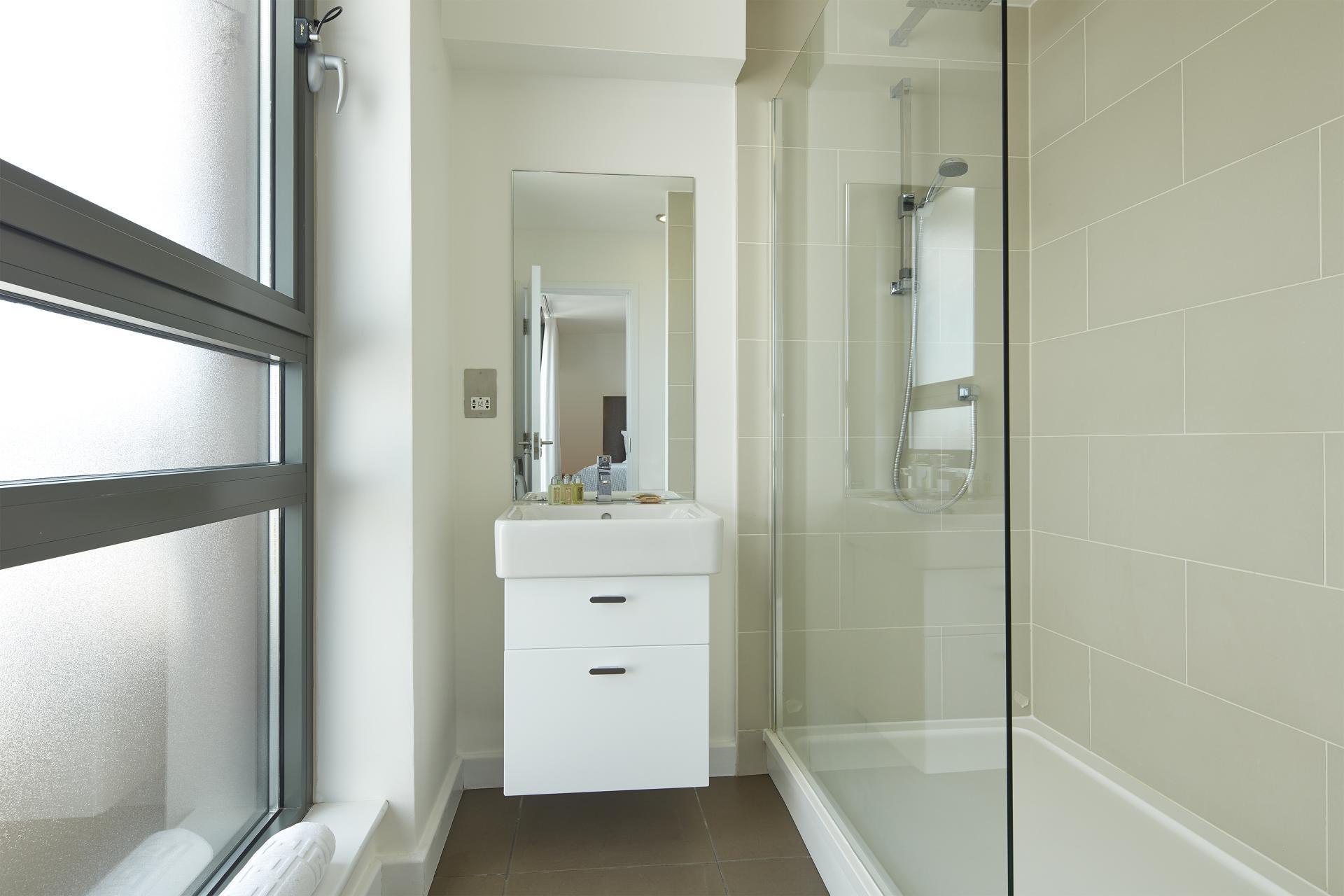 Bathroom at SACO Fitzrovia - Citybase Apartments