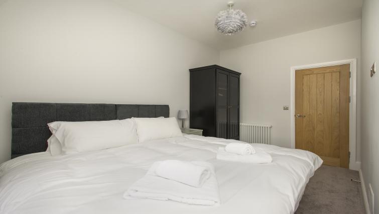 Bed at Market Street Apartments - Citybase Apartments