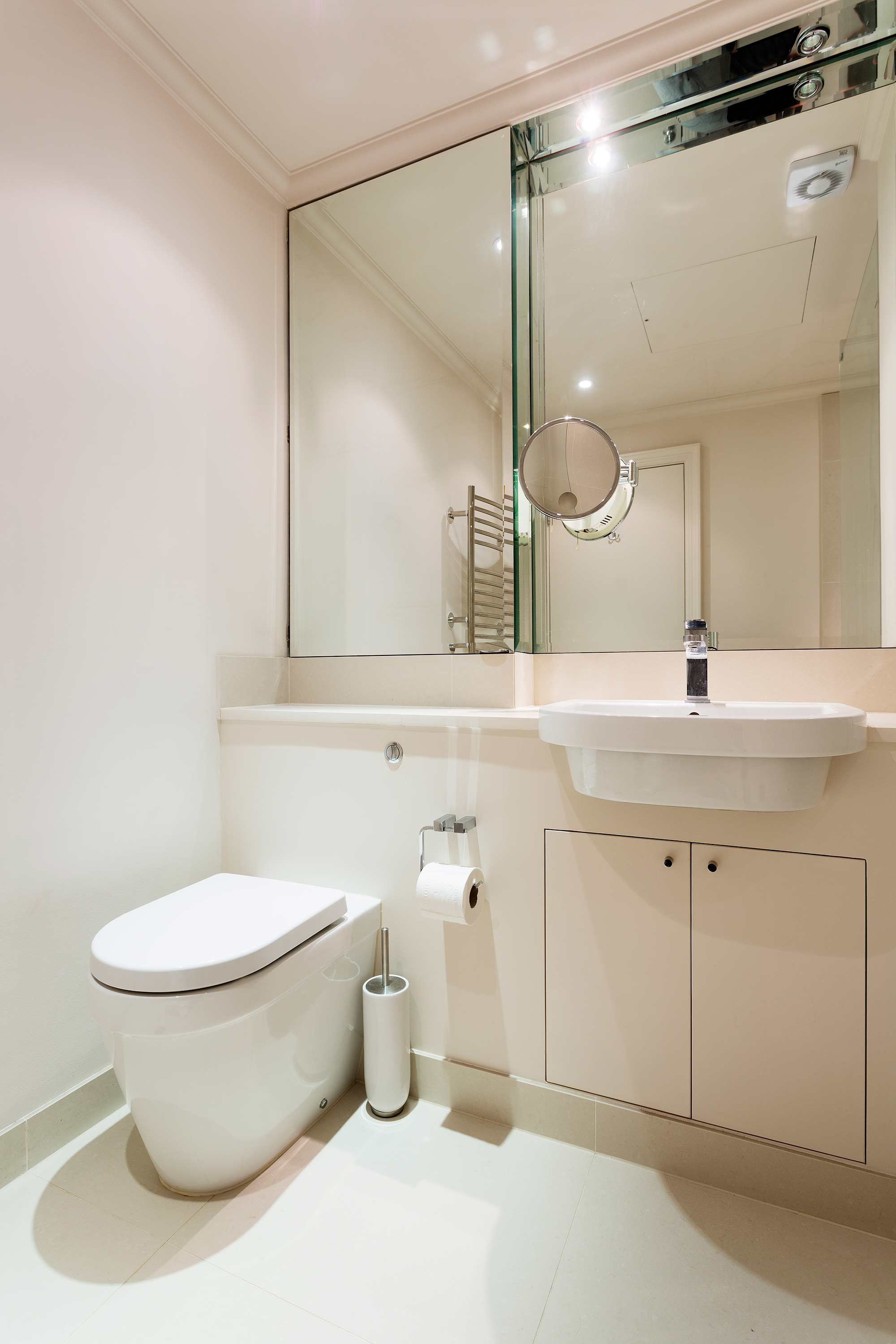Modern bathroom at Redcliffe Retreat Apartment - Citybase Apartments