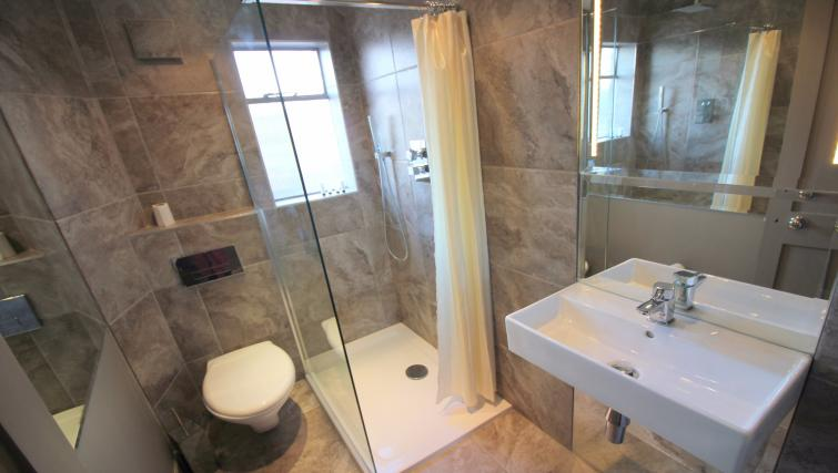 Shower at the Cambridge City Apartments - Citybase Apartments