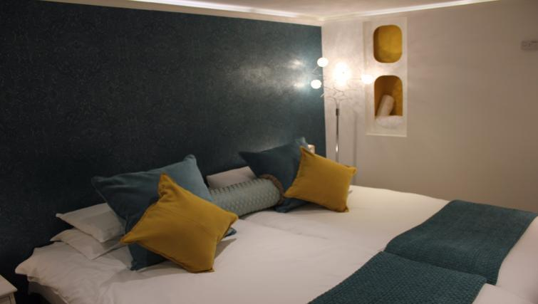 Bed cushions at the Cambridge City Apartments - Citybase Apartments