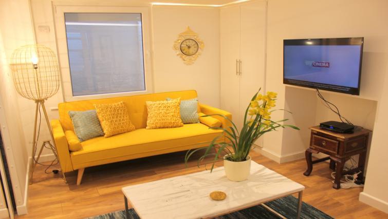 Sofa at the Cambridge City Apartments - Citybase Apartments