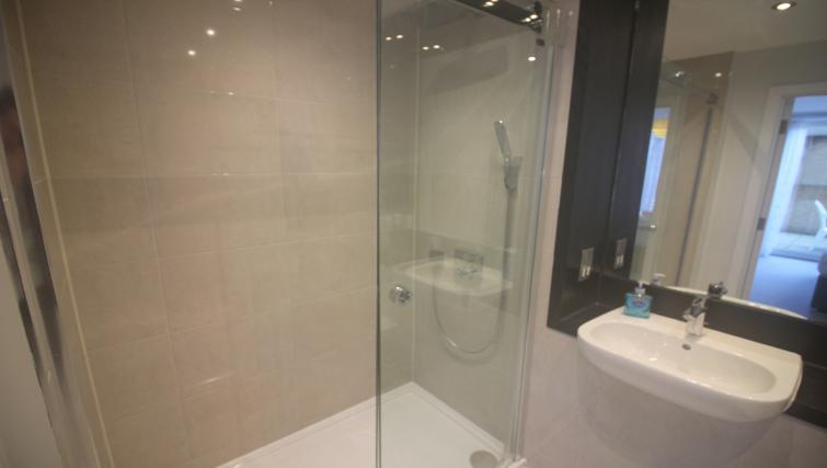 Shower at the The Station Suite - Citybase Apartments