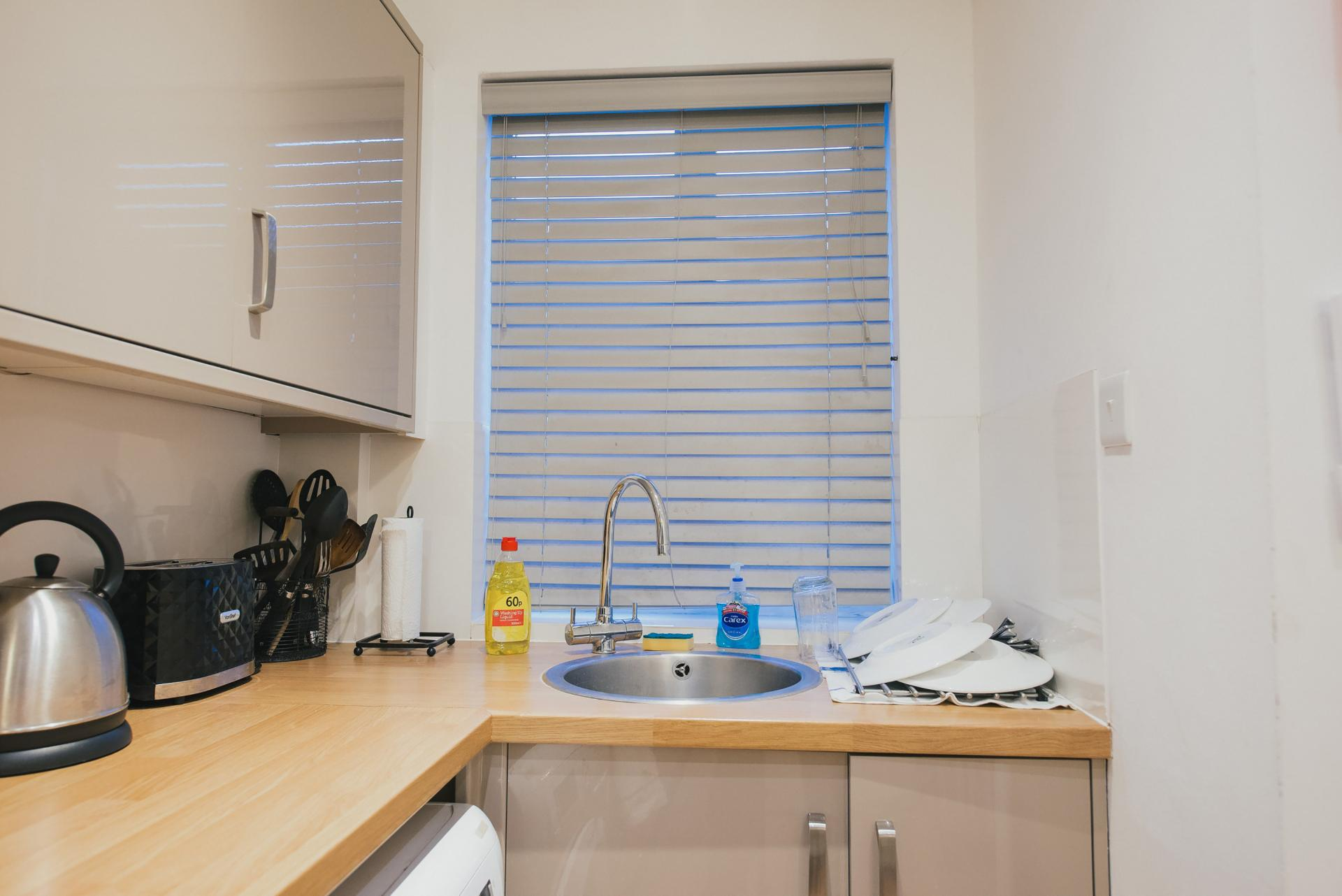 Kitchenette at Arbury Road Apartments, Chesterton, Cambridge - Citybase Apartments