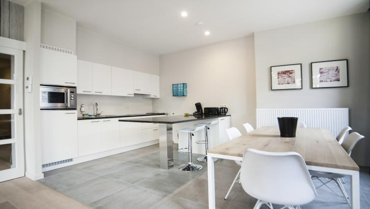 Dining and kitchen area at Smartflats Meir - Citybase Apartments