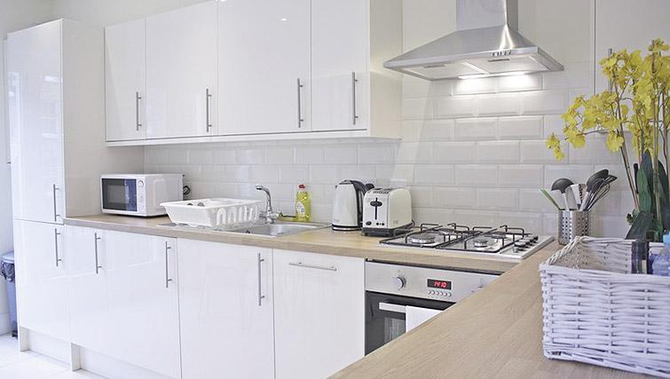 Fully equipped kitchen at Oxford Gardens Apartments - Citybase Apartments