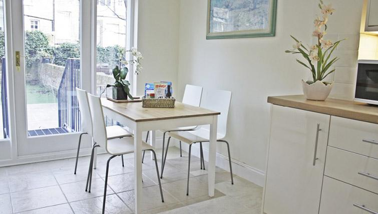 Dining area at Oxford Gardens Apartments - Citybase Apartments