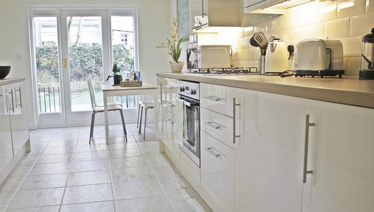 Bright kitchen at Oxford Gardens Apartments - Citybase Apartments