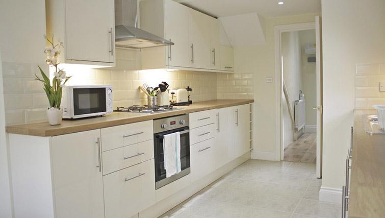Kitchen at Oxford Gardens Apartments - Citybase Apartments