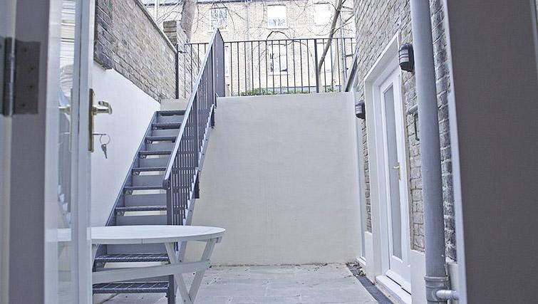 Terrace at Oxford Gardens Apartments - Citybase Apartments