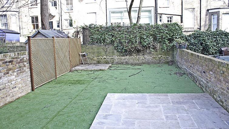 Garden at Oxford Gardens Apartments - Citybase Apartments