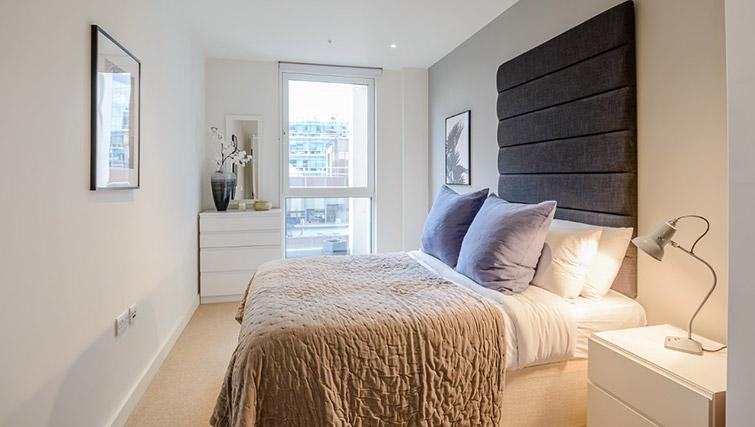 Double bed at Victoria Street Apartments - Citybase Apartments