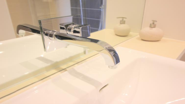Modern bathroom at Peymans Grand Central Apartments - Citybase Apartments