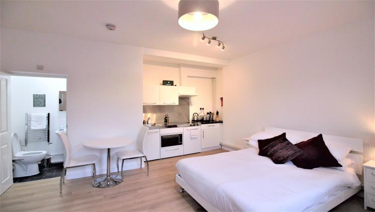 Cosy bedroom at the Cambridge City Apartments - Citybase Apartments