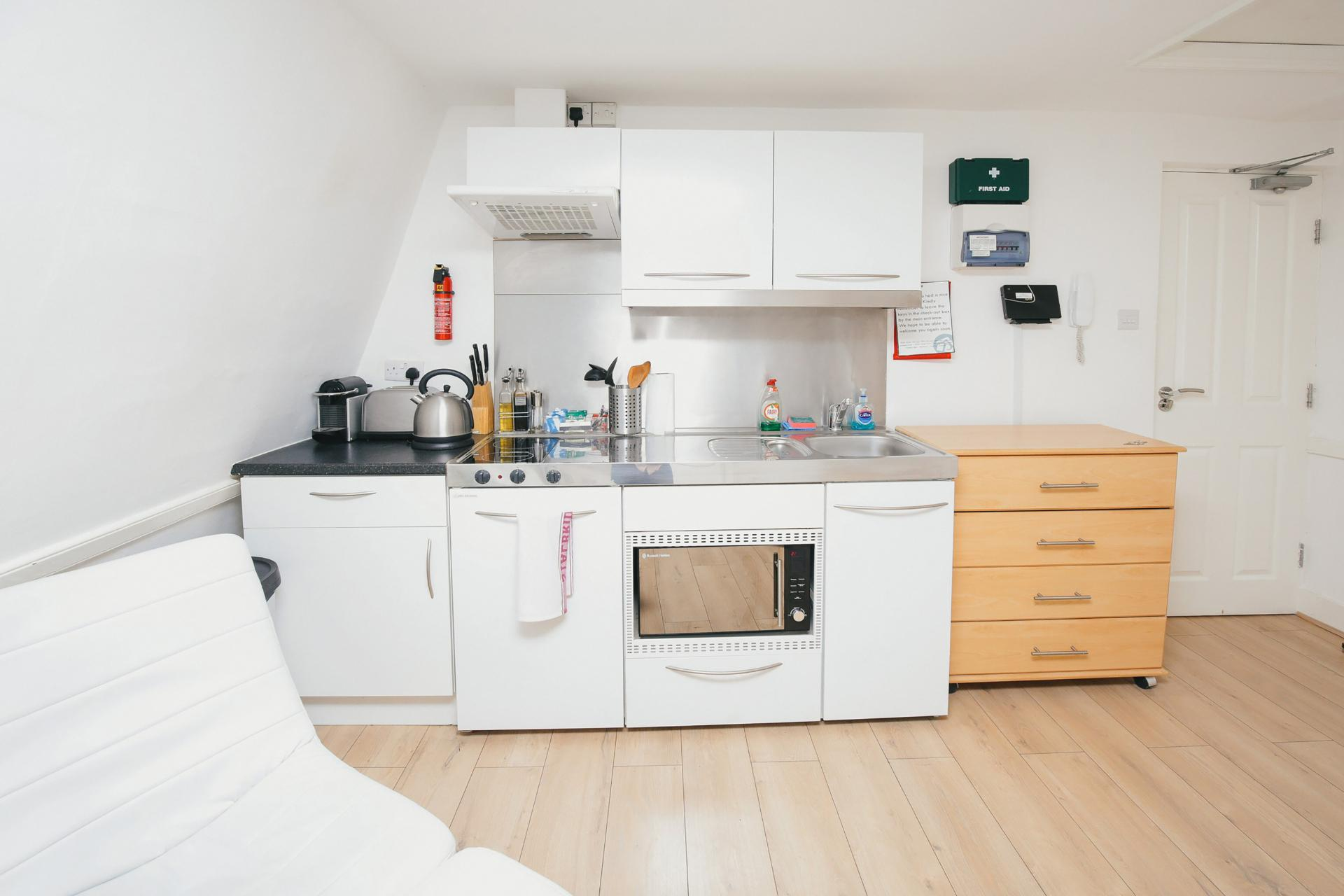 Studio kitchen at The Cambridge City Apartments, Centre, Cambridge - Citybase Apartments