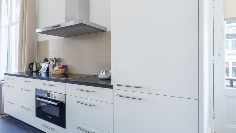 Kitchen at City Hall Bridge Apartments - Citybase Apartments