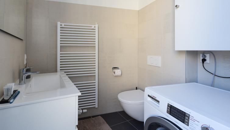 Bathroom at City Hall Bridge Apartments - Citybase Apartments